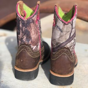 Youth Ariat boots size 11
